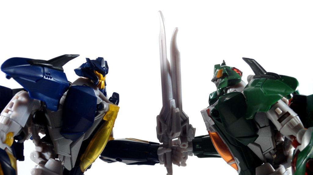 Transformers Prime Voyager Skyquake | Starscreamersrants